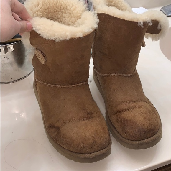 Shoes - Trashed Camel bailey button uggs